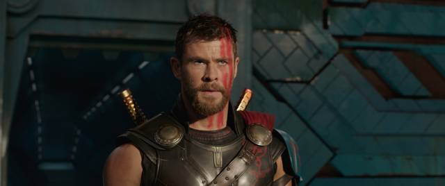 Thor - Ragnarok Chris Hemsworth foto dal film 4
