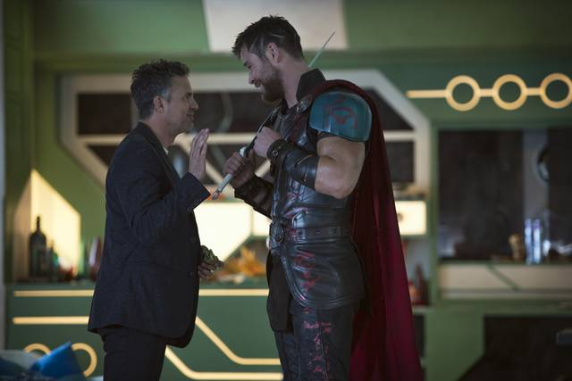 Thor - Ragnarok Chris Hemsworth Mark Ruffalo foto dal film 1