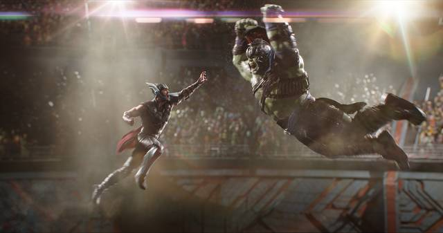 Thor - Ragnarok Chris Hemsworth Mark Ruffalo foto dal film 4