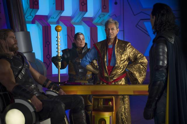 Thor - Ragnarok Chris Hemsworth Tom Hiddleston Jeff Goldblum foto dal film 2