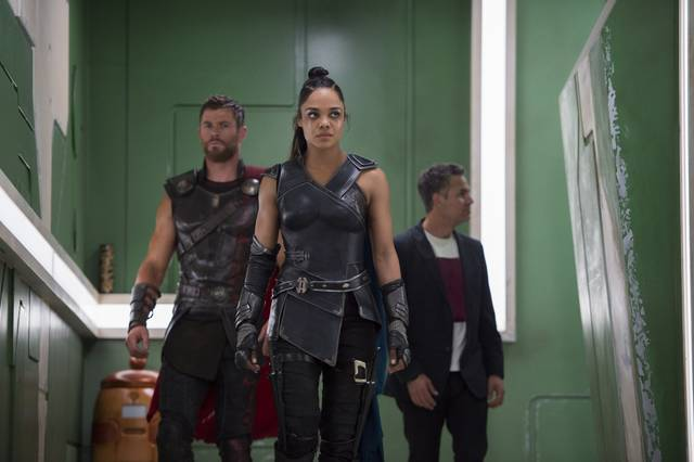 Thor - Ragnarok Tessa Thompson Chris Hemsworth Mark Ruffalo foto dal film 2