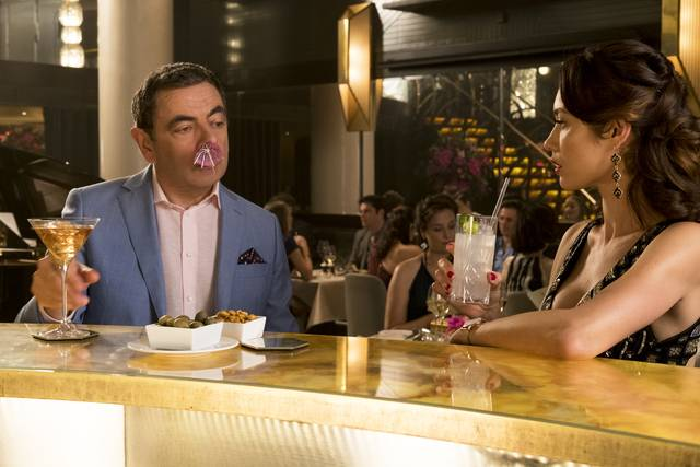 Johnny English Colpisce Ancora_Rowan Atkinson Olga Kurylenko_foto dal film 1
