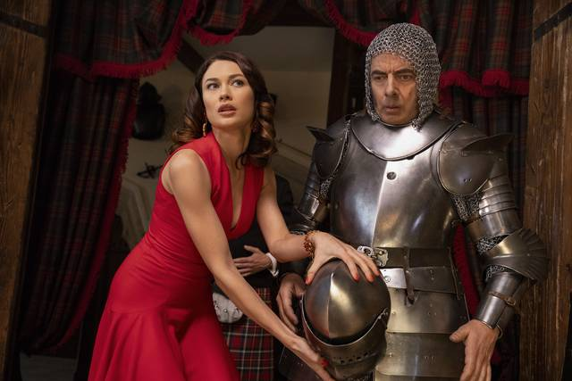 Johnny English Colpisce Ancora_Rowan Atkinson Olga Kurylenko_foto dal film 2