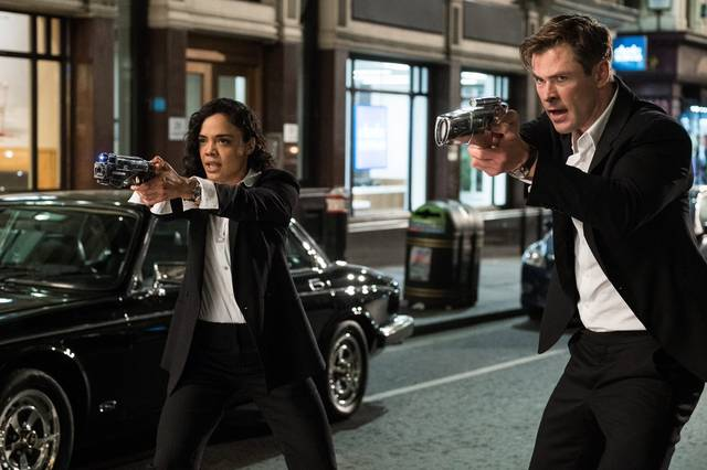 Men in Black International Chris Hemsworth Tessa Thompson foto dal film 2