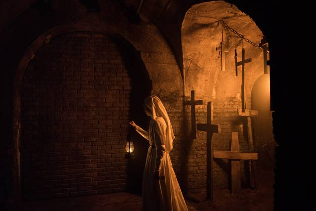 The Nun – La vocazione del male Taissa Farmiga foto dal film 4