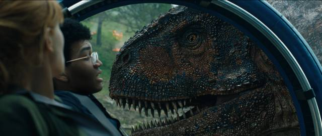 Jurassic World - Il Regno Distrutto_Bryce Dallas Howard Justice Smith_foto dal film 4