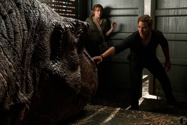 Jurassic World - Il Regno Distrutto_Chris Pratt Bryce Dallas Howard_foto dal film 1