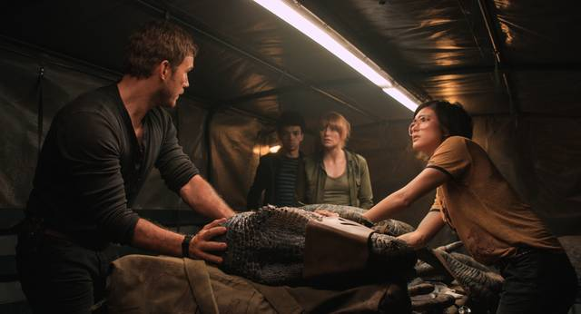 Jurassic World - Il Regno Distrutto_Chris Pratt Bryce Dallas Howard Daniella Pineda_foto dal film 4