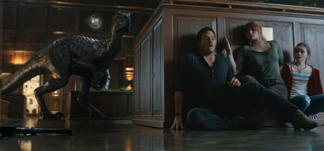 Jurassic World - Il Regno Distrutto_Isabella Sermon Chris Pratt Bryce Dallas Howard_foto dal film 1