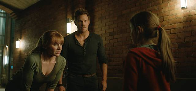 Jurassic World - Il Regno Distrutto_Isabella Sermon Chris Pratt Bryce Dallas Howard_foto dal film 2
