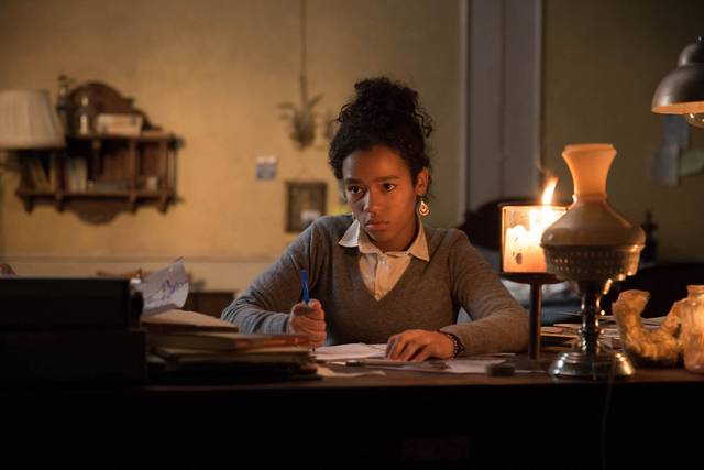 Dark Hall Taylor Russell foto dal film 2