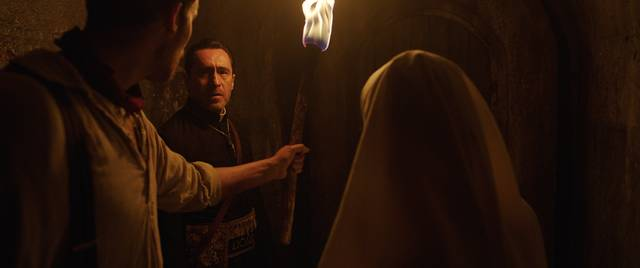 The Nun – La vocazione del male_Demián Bichir_foto dal film 4