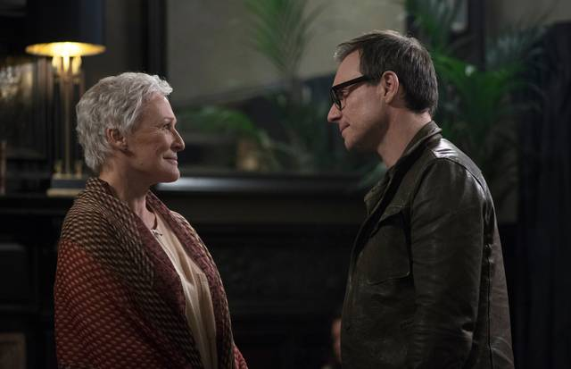 The Wife - Vivere nell'ombra Glenn Close Christian Slater foto dal film 3