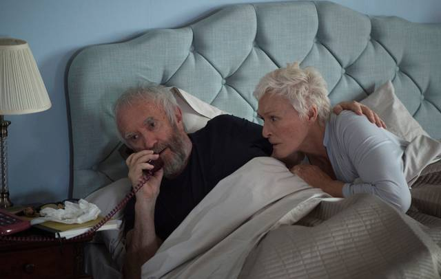 The Wife - Vivere nell'ombra Glenn Close Jonathan Pryce foto dal film 1
