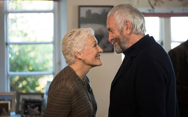 The Wife - Vivere nell'ombra Glenn Close Jonathan Pryce foto dal film 4