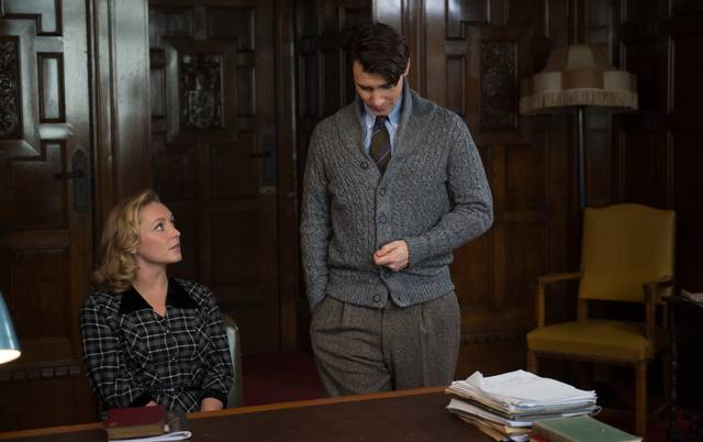 The Wife - Vivere nell'ombra Max Irons Annie Starke foto dal film 1