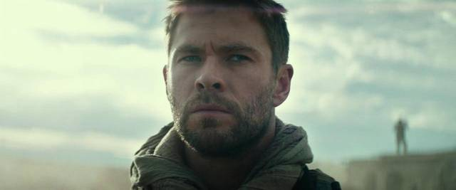 12 Soldiers Chris Hemsworth foto dal film 1