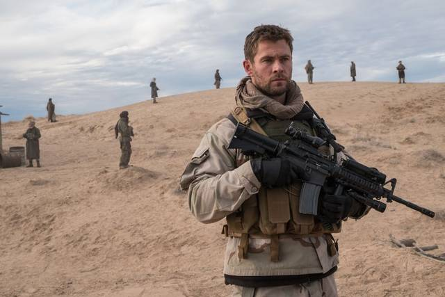 12 Soldiers Chris Hemsworth foto dal film 6