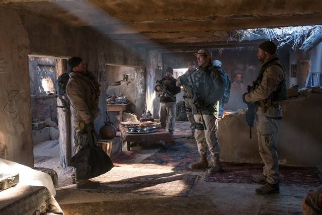 12 Soldiers Michael Peña Michael Shannon Chris Hemsworth foto dal film 6
