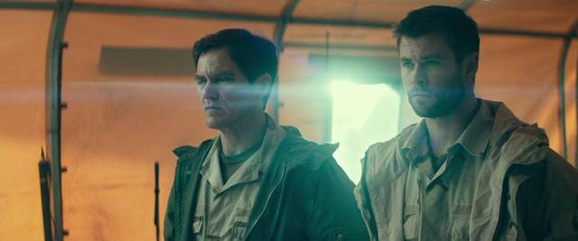 12 Soldiers Michael Shannon Chris Hemsworth foto dal film 1