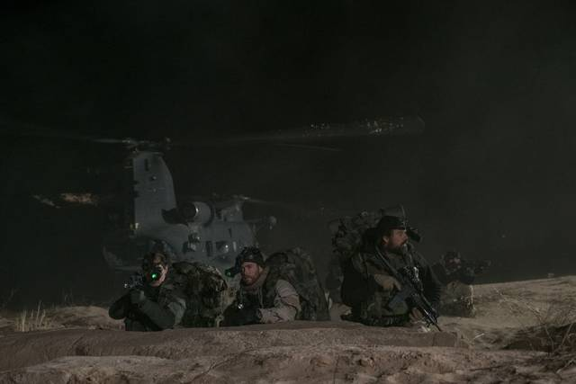 12 Soldiers Michael Shannon Chris Hemsworth foto dal film 5