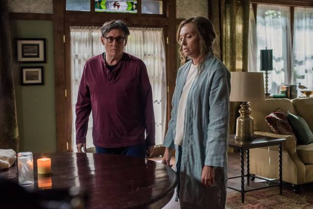 Hereditary Toni Collette Gabriel Byrne foto dal film 4