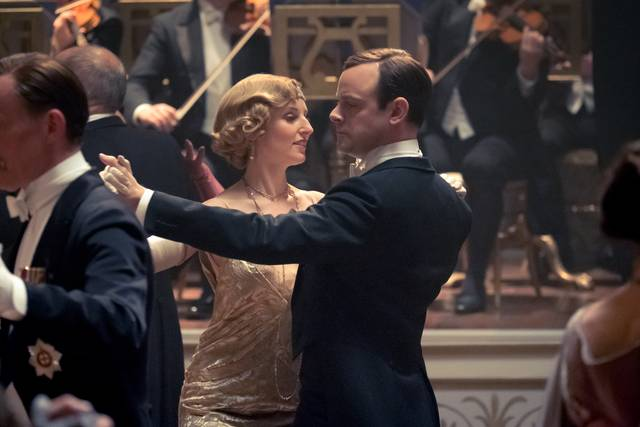 Downton Abbey Harry Hadden-Paton Laura Carmichael foto dal film 3