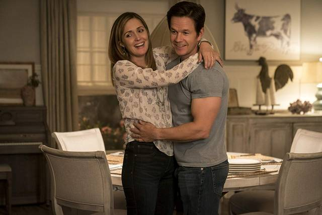 Instant Family Mark Wahlberg Rose Byrne foto dal film 1