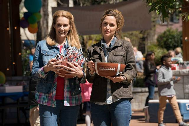Instant Family Rose Byrne Julie Hagerty foto dal film 4