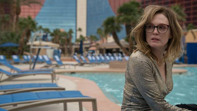 Gloria Bell Julianne Moore foto dal film 11