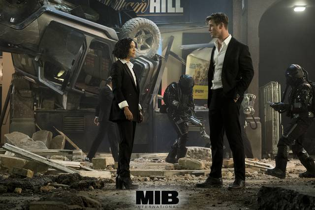 Men in Black International Chris Hemsworth Tessa Thompson foto dal film 3