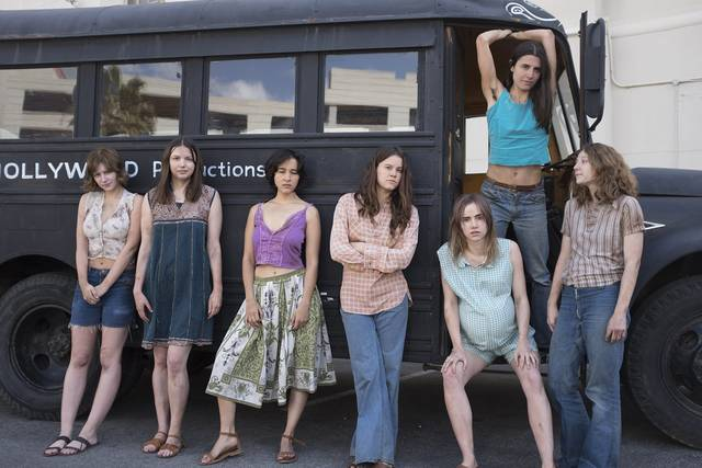 Charlie Says Sosie Bacon Hannah Murray Suki Waterhouse Dayle McLeod Kayli Carter Julia Schlaepfer Marianne Rendón foto dal film 4