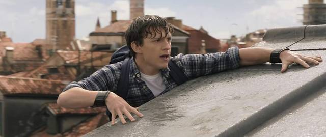 Spider-Man Far From Home Tom Holland foto dal film 17