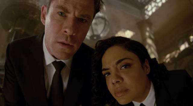 Men in Black International Chris Hemsworth Tessa Thompson foto dal film 1