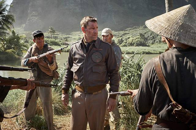 Midway Aaron Eckhart foto dal film 8