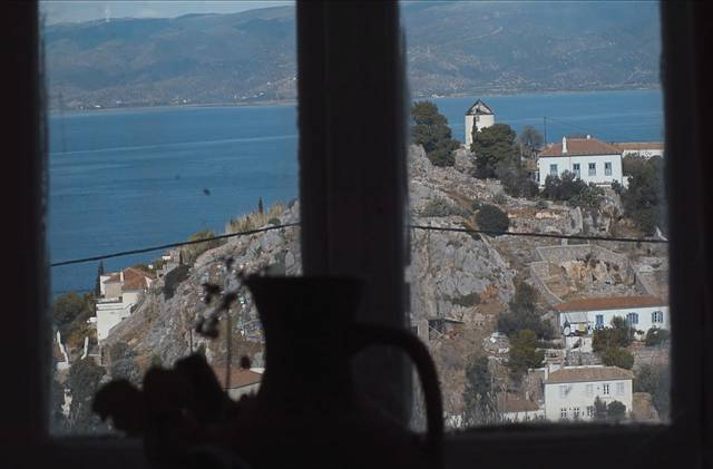 Marianne & Leonard - Parole d'amore_Hydra from Don Lowes Window Copyright Words and Poems_film documentario foto 6