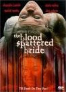 Un abito da sposa macchiato di sangue