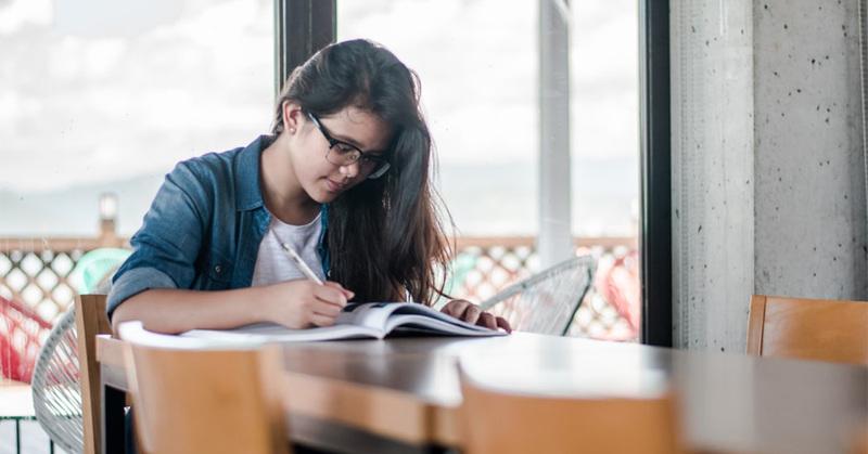 Vad säger lärare och elever på gymnasiet om distansundervisningen?