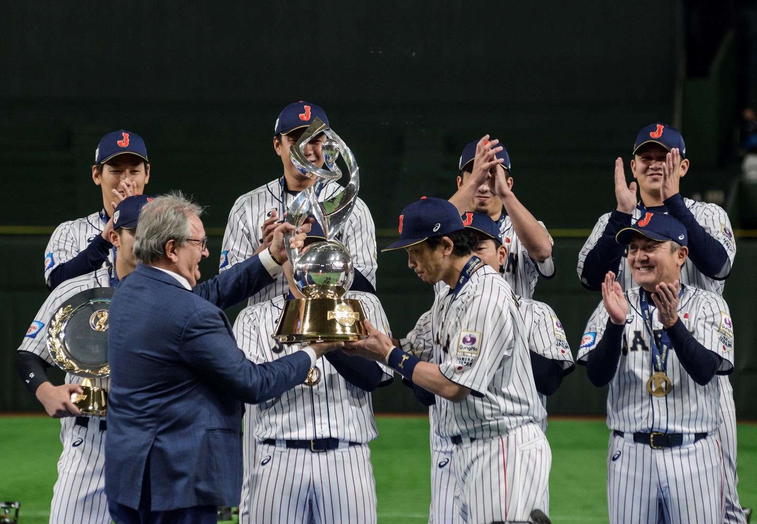 WBSC President Riccardo Fraccari awards Samurai Japan the Premier12 Trophy