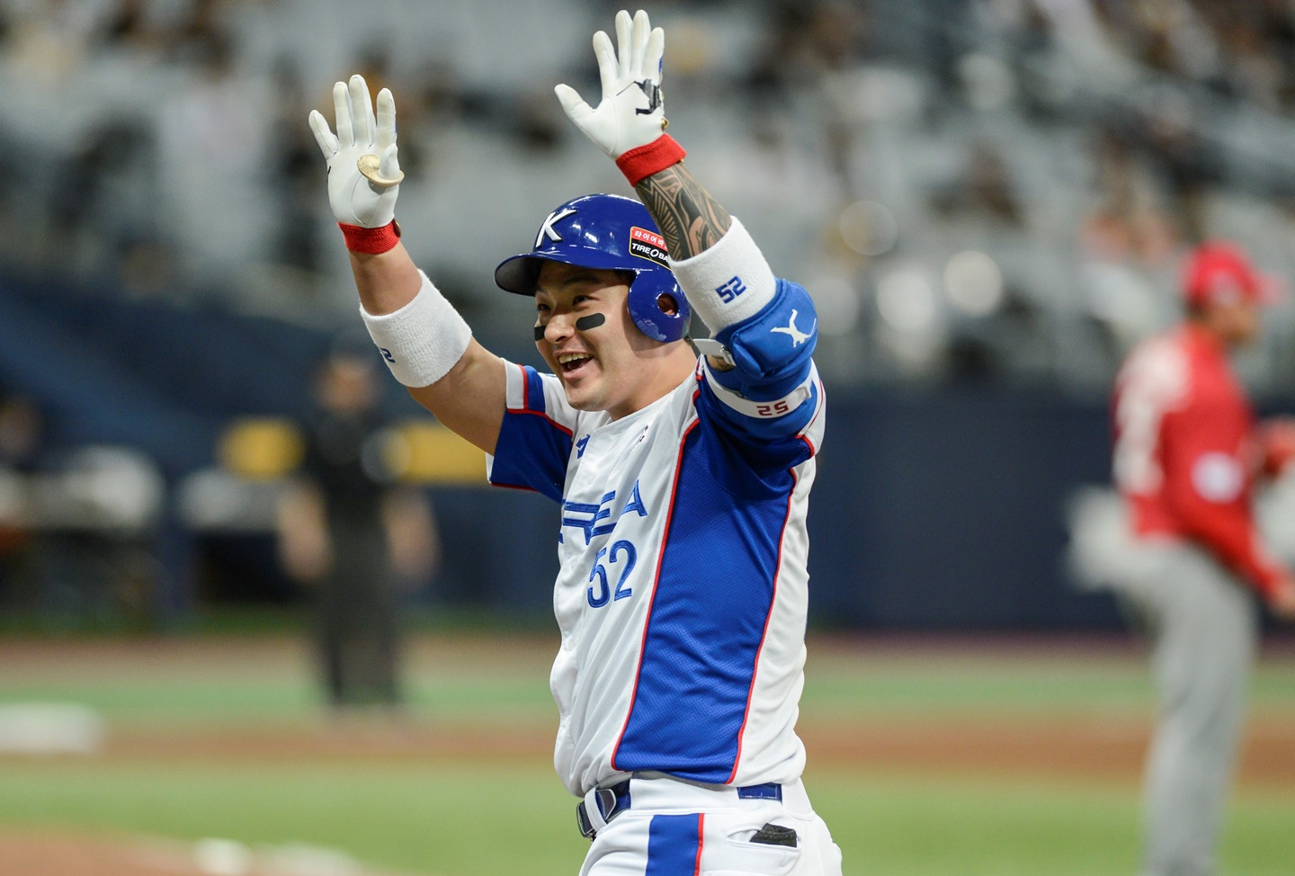Star slugger Park Byungho responds to fans