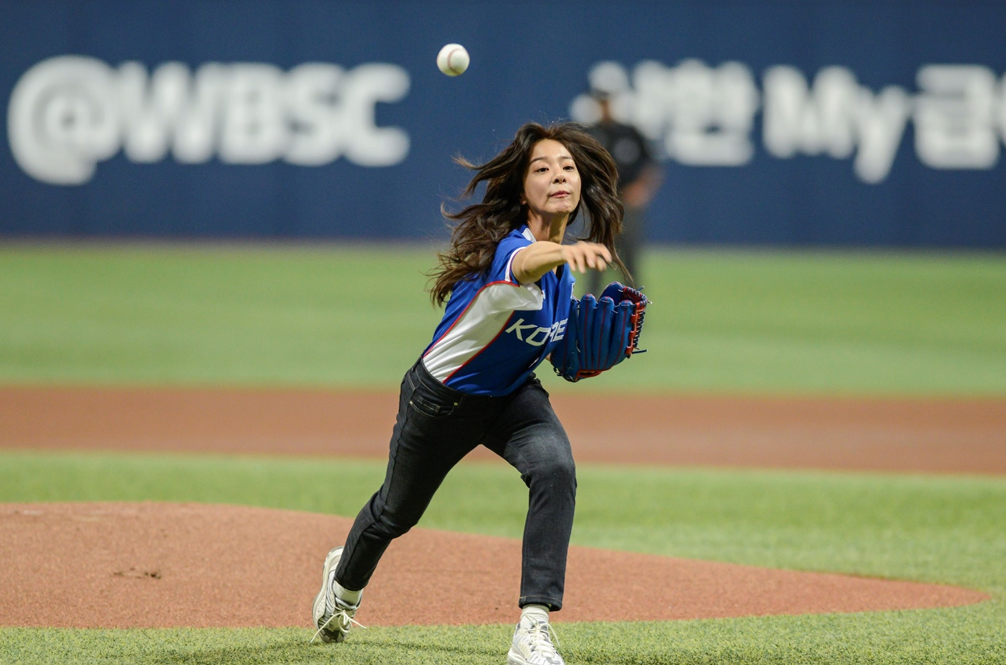 Actress Seol In-ah during the first pitch ceremony