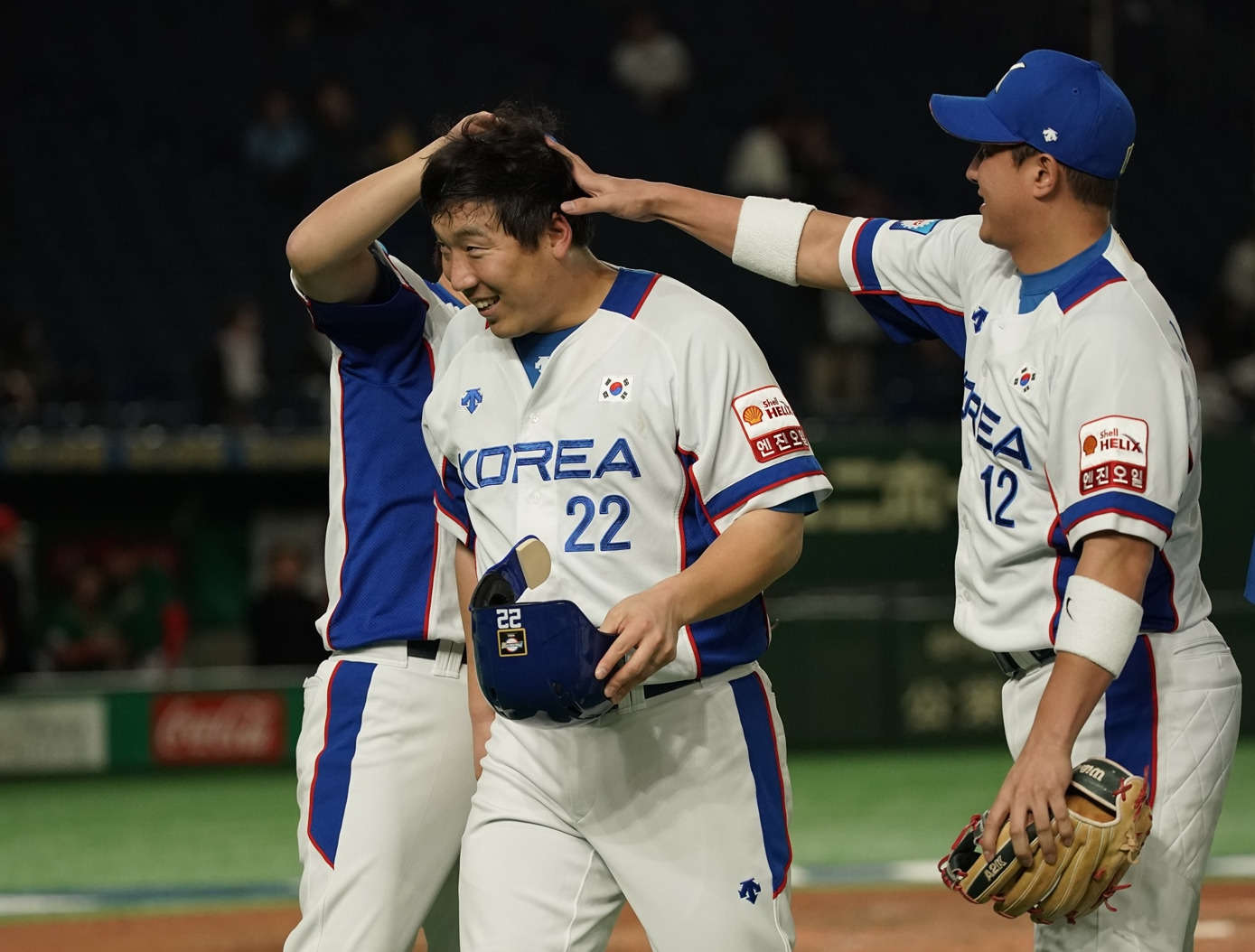 Kim Hyunsoo congratulated after his bases clearing double