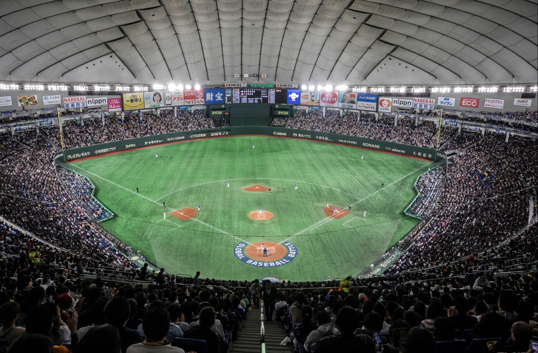 44,960 fans crowded the Tokyo Dome