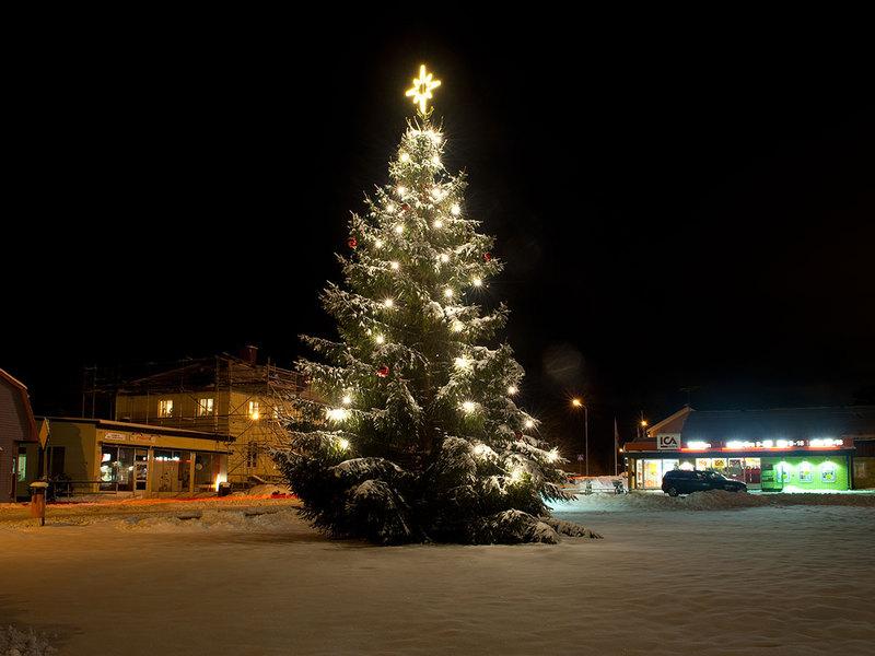 Julgran med belysning