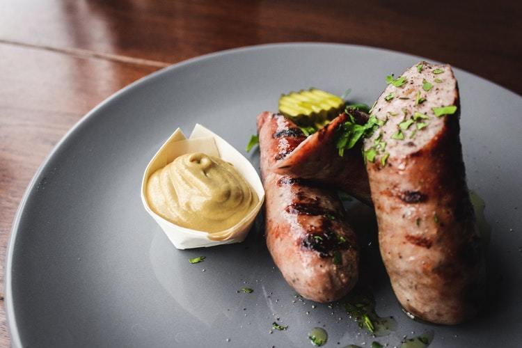 bild av Grillad isterband med senaps- och äppelkräm