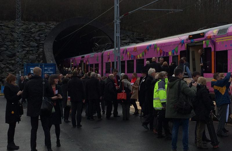 Första tåget genom Hallandsås