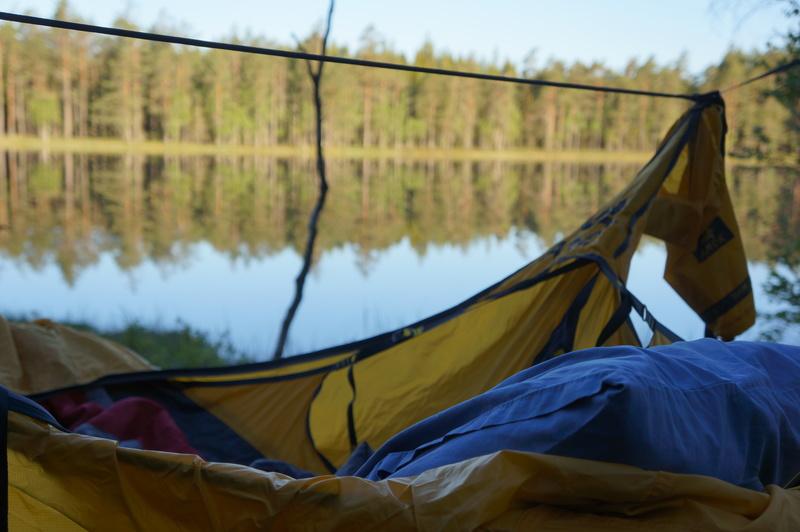 bild 1 av Skogsövernattning i hammock