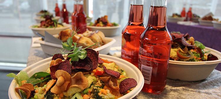 Foto på en spännande lunchtallrik i sprakande färger.