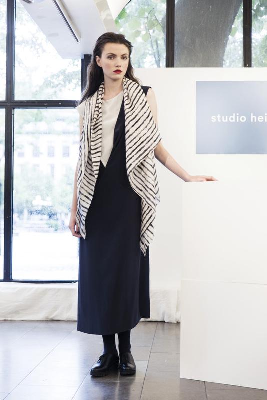 Bild 5 av Silk scarf Painted stripe - 135 cm