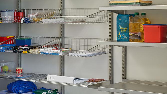Wire basket and wire shelf